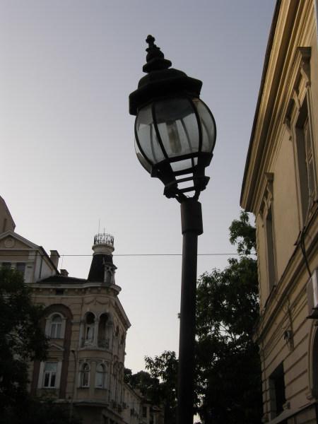 наклонена лампа в София, красиво все пак