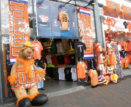 магазин с оранжеви футболни сувенири