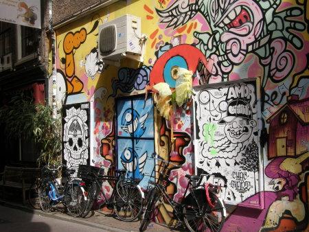 шарена стена, облегнати колела