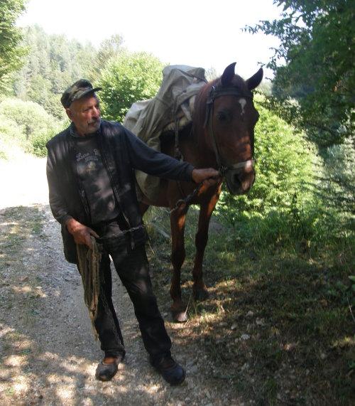 дядо с кон