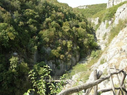 мостовете на Еменския каньон