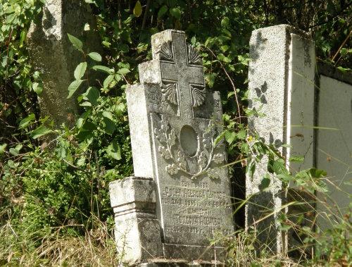 още една каменна надгробна плоча