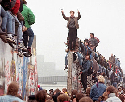 berlin-wall-coming-down