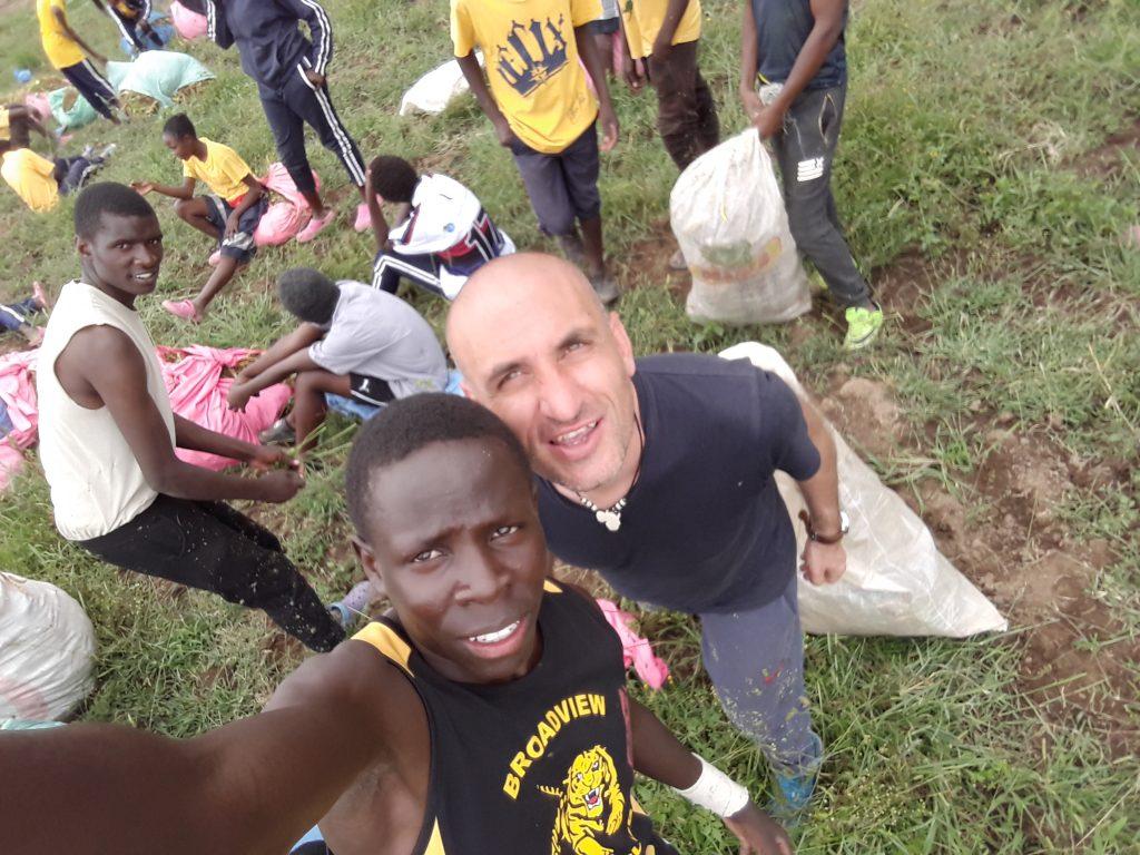 След бране на боб заедно с учениците